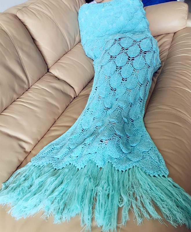 Great gift! Mermaid tail lounge blanket | thethumbprint.com